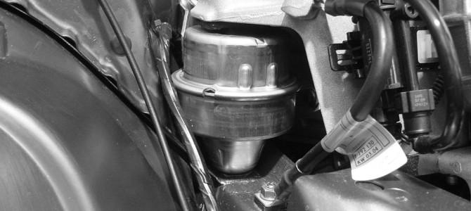 2004年型のMINIはエンジンマウントが変更に